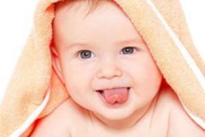 发现宝宝舌头变这样 或许是宝宝不舒服了