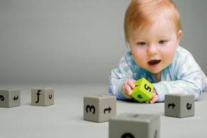 婴儿智力发育特点,快看看你家的宝宝是这样吗?