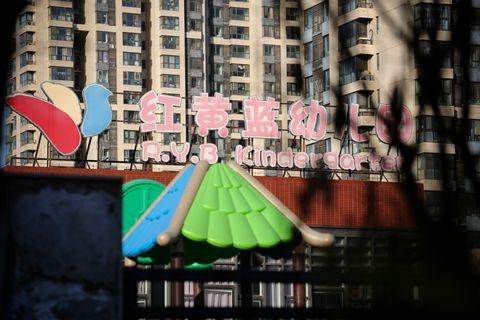 北京红黄蓝幼儿园事件:朝阳区教委三官员被立