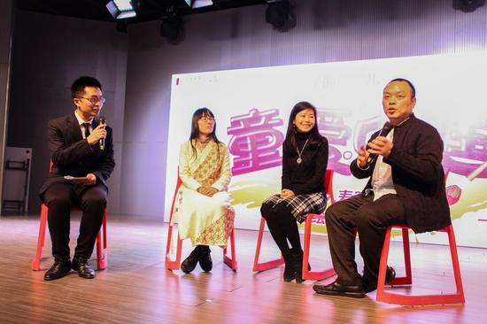 著名画家赵晓东(右一),知名学前教育专家高寿岩(右二)和知名绘本画家九儿(左二)作为主题论坛嘉宾,分别阐述了对于美育的独特见解