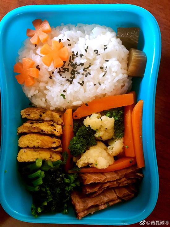 黄磊为女儿做的爱心小午餐