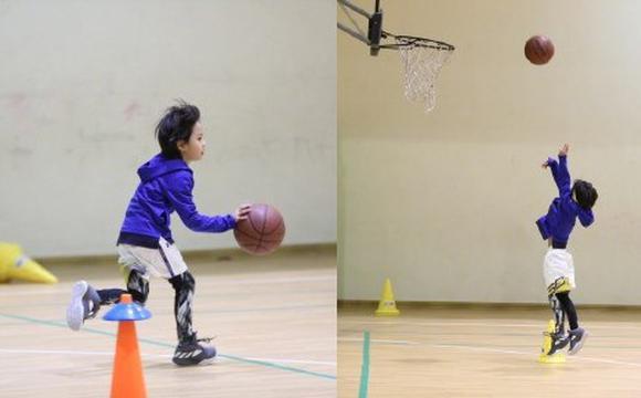等等打篮球 邓超承认儿子更帅