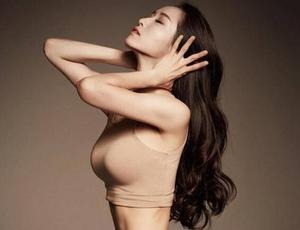 """韩国爱""""炫腹""""美女老师颜值爆表"""