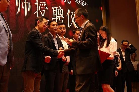 华东理工大学商学院院长阎海峰教授为创业导师授聘