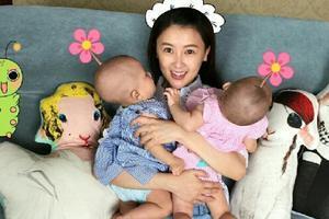 资料图:甘薇与双胞胎子女