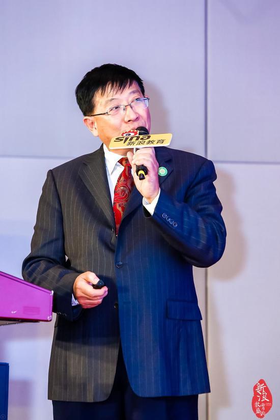 上海包玉刚实验学校总校长吴子健