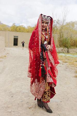 冰山上的塔吉克新娘