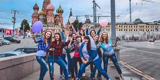 青春洋溢的俄罗斯姑娘