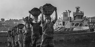 孟加拉煤场的工人