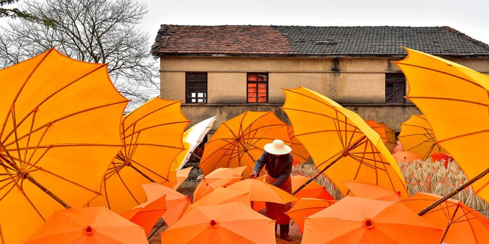 流传千百年的油布伞工艺