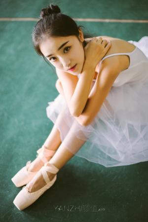 广艺芭蕾校花轻盈温婉