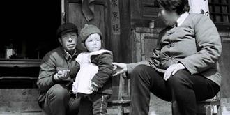 老照片:大陆首位试管婴儿