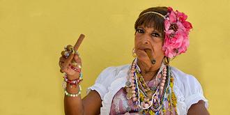 花枝招展的古巴女人