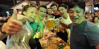 """啤酒节""""饮爆""""暑夜激情"""