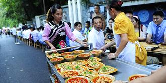 500人同吃鲟鱼长桌宴