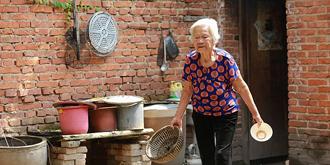 农村留守老人的孤独生活
