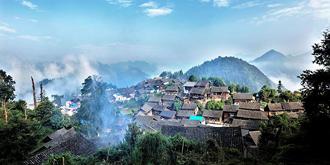 云端上的苗族村寨