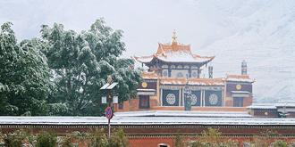 秋雪中的拉卜楞寺