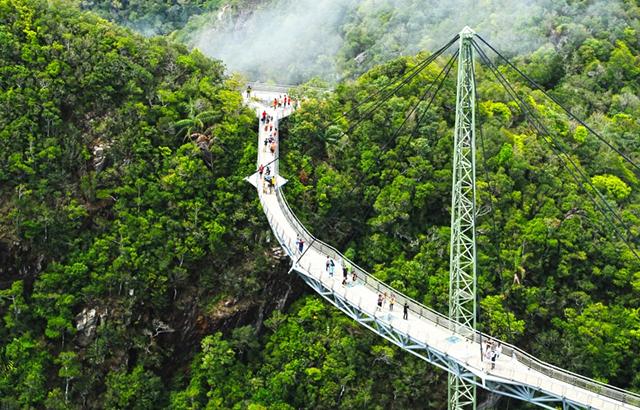 世界最惊险桥梁:兰卡威天空之桥