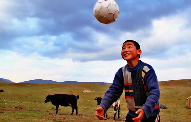 草原少年的足球梦,这才是国足未来