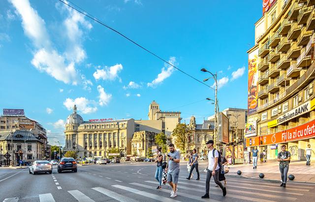 """漫步在欧洲""""小巴黎""""的大街小巷上"""