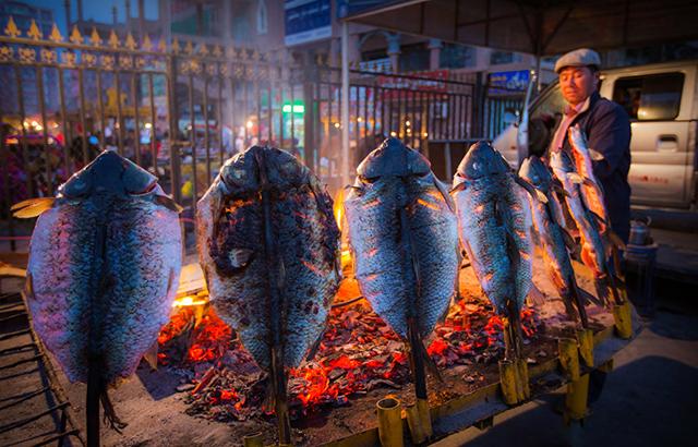 新疆的夜市,总给你意想不到的惊喜