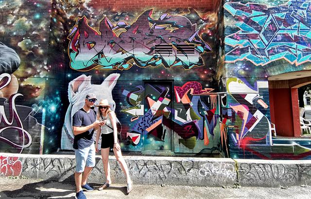 世界最时尚街区,网红扎堆打卡涂鸦巷