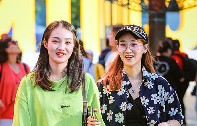 街拍:时尚穿搭,让你每天都拥有好心情