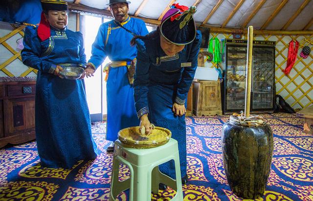 去蒙古族家里做客有很多的礼仪,赶紧收好