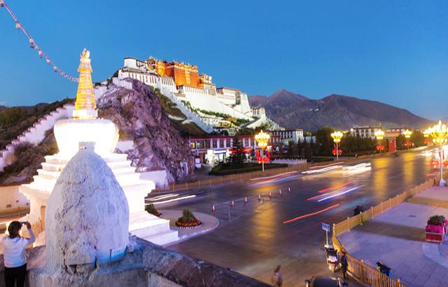 去西藏看什么?看山水、看塔、看自己