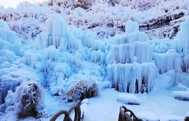"""京郊:门头沟""""神泉峡冰瀑""""奇特景观"""