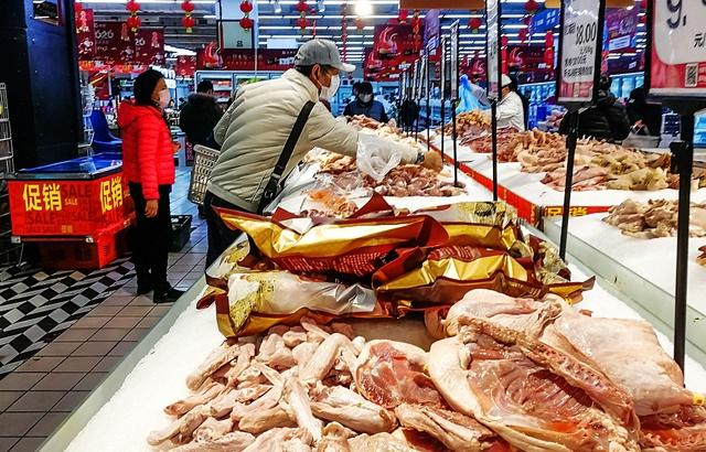 进商场先测体温,实地探访上海超市