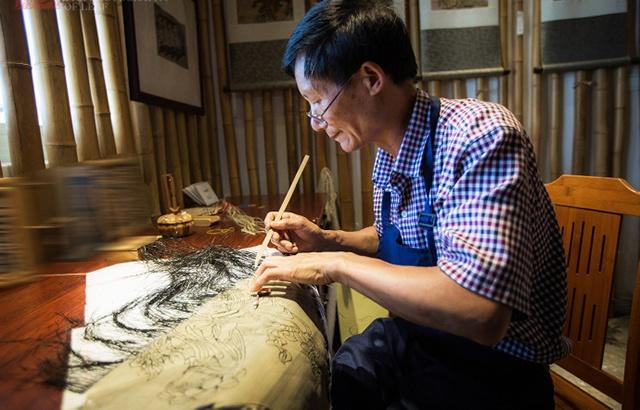 用竹丝编画,他让传统手艺有了出路
