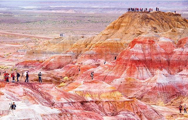 新疆五彩城:荒漠中的旷世奇观