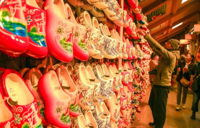 荷兰国宝木鞋是怎样制成的?