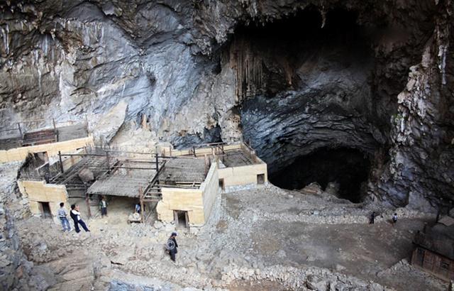 神秘巖洞村落,村民在山洞里深居簡出