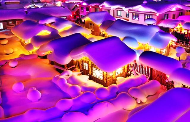 雪鄉的夜晚如夢似幻,宛若童話世界