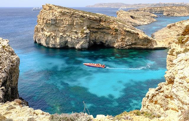 太夢幻!有著絕美海岸線的地中海小島
