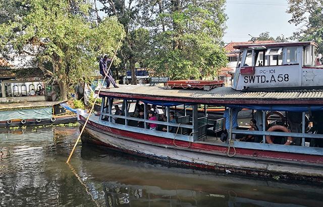在印度乘坐公交船是种什么样的体验