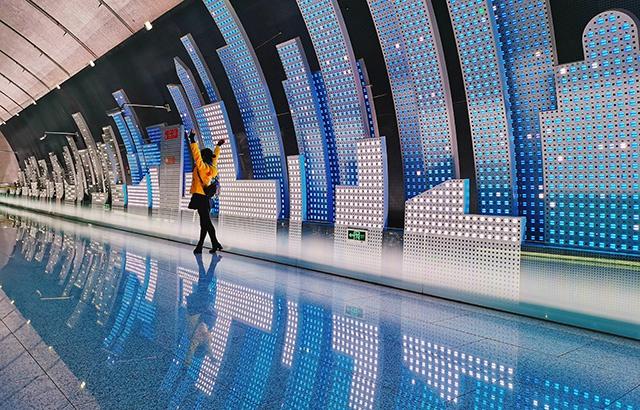打卡上海最美地铁站,满满的科幻感