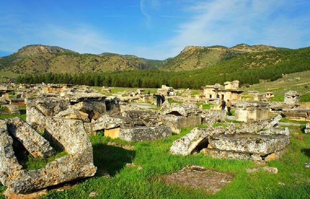 被忽略的古城,藏有世界最精美的石棺群