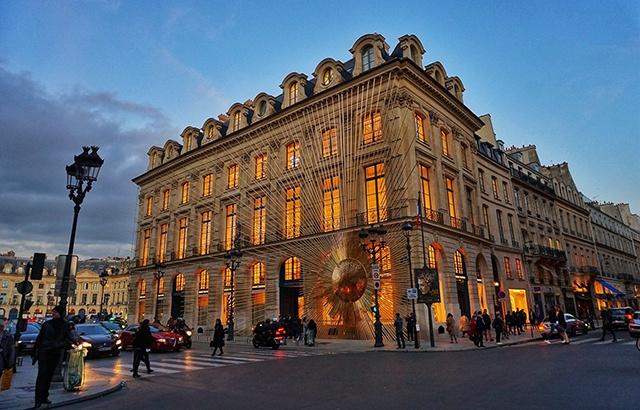 巴黎如此洋气又文艺,跟一个男人有关
