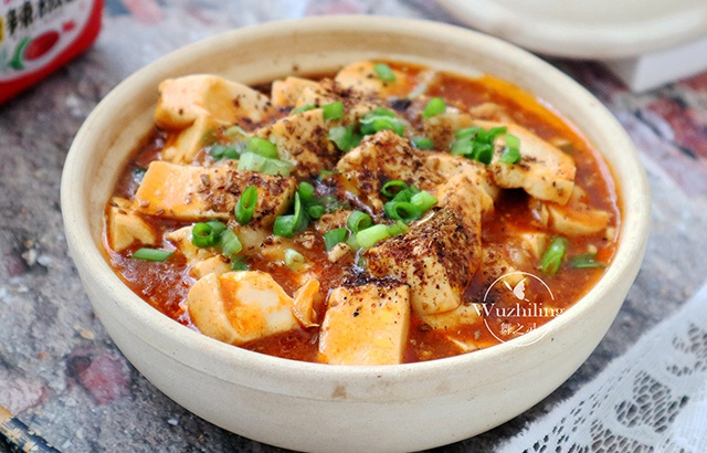 Tofu and minced meat are perfect match, too much to fry together