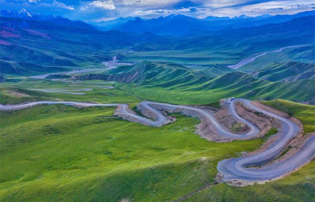 新疆独库公路:纵贯天山脊梁的景观大道