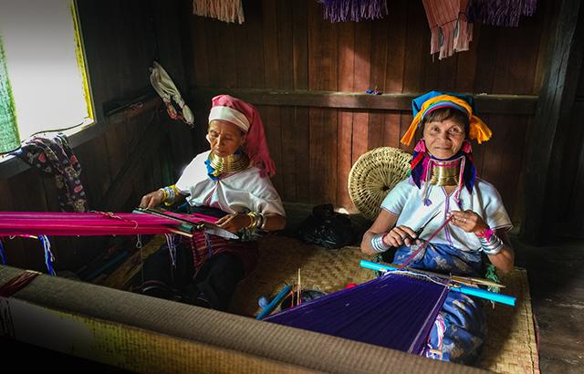 走进缅甸,探访生活在茵莱湖上的人们