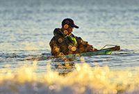 朝阳下的捕鱼者