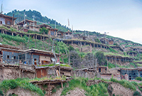 偏居一隅的百年藏寨