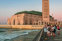 3万人移沙填海建的清真寺