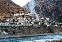 冰河边的列达村