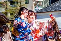 日本街头的和服美女